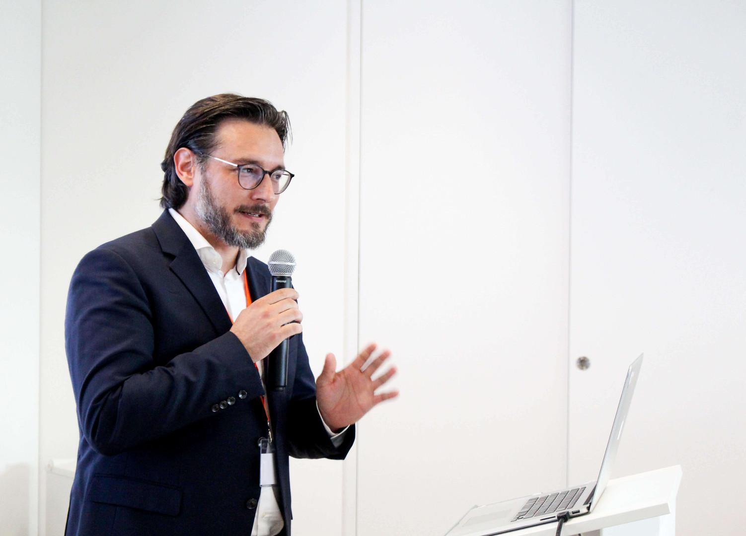 PROF. DR.- ING. SAMI HADDADIN   Direktor der Munich School of Robotics