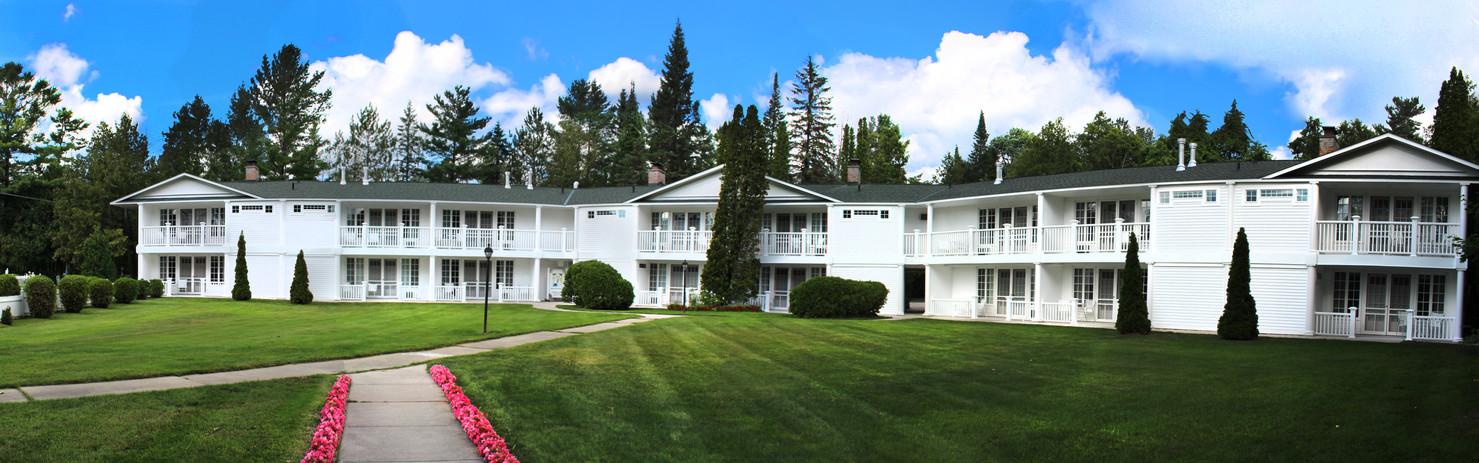 The Colonial Inn of Harbor Springs