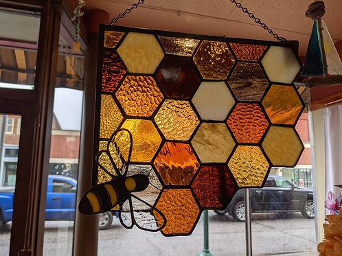 Honeycomb & Bee