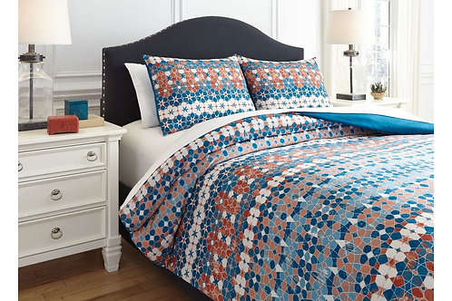 Jackalyn Comforter Set in Queen