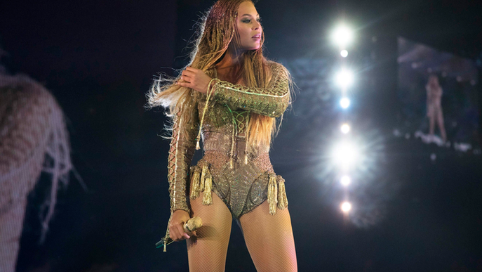Beyoncé faz homenagem às vitimas de brutalidade policial durante show