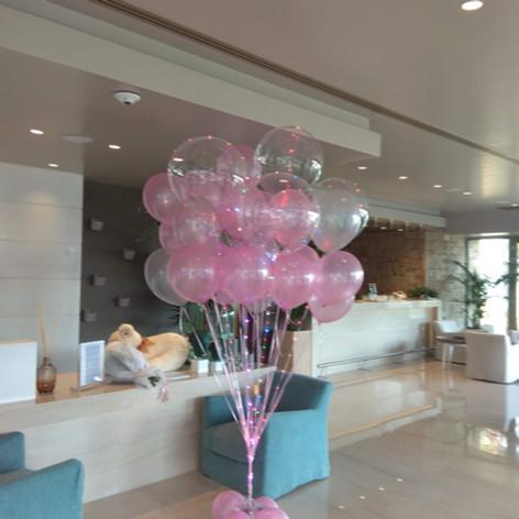 σύνθεση με μπαλόνια  περλέ και μπαλόνι αριθμός