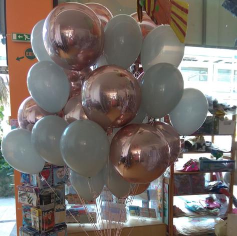 Τούφα μπαλονιών και Orbz Foil μπαλόνια