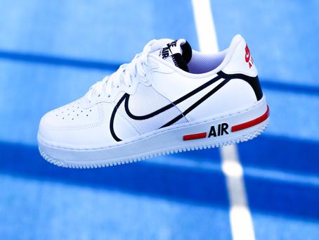 Ako čistiť biele topánky doma a udržiavať na teniskách svieži vzhľad