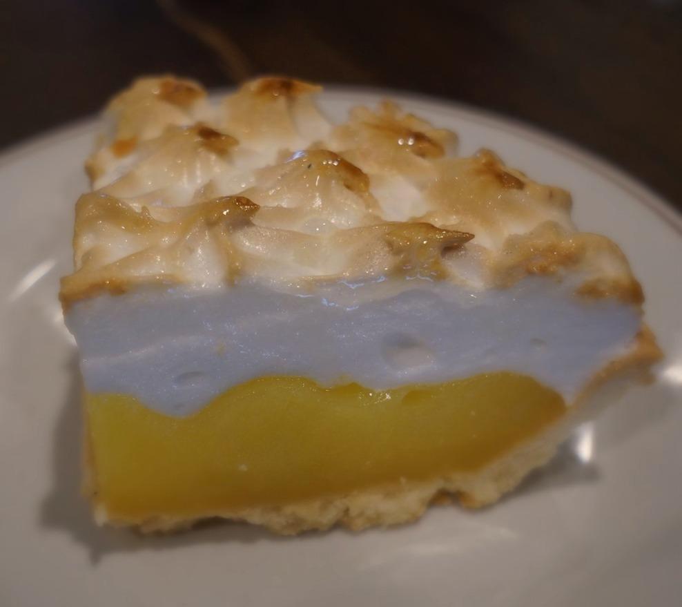 Lemon Mureinge Pie