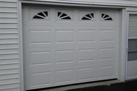 8x7 polar white raised standard panel with standard sherwood windows