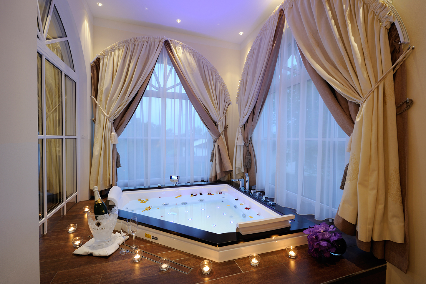 Whirlpool Spa Suite