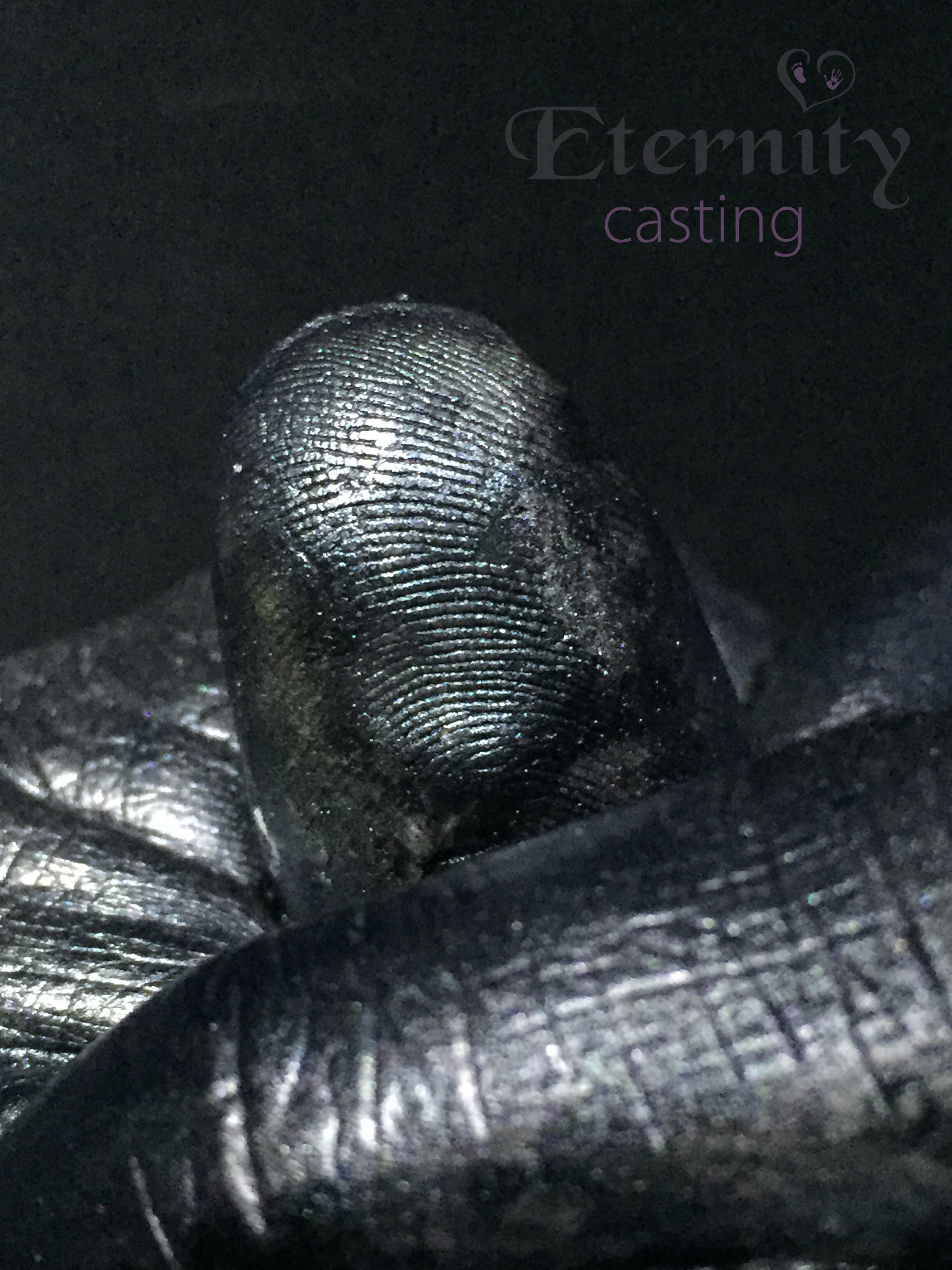 Finger print detail frpm cast
