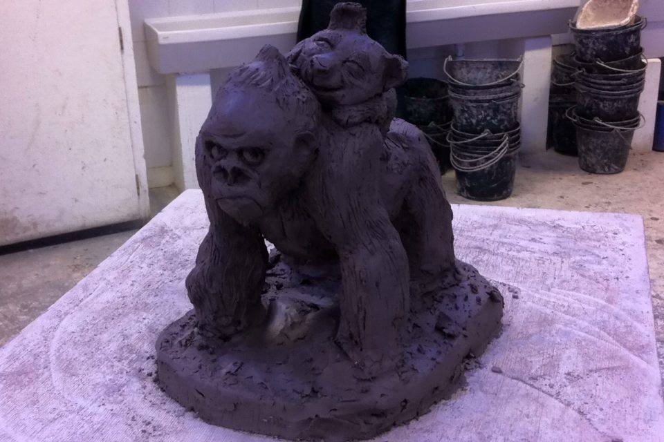 sculpture gorille et petit panda