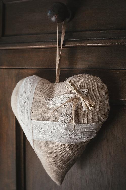 Coeur en lin et coton brodé