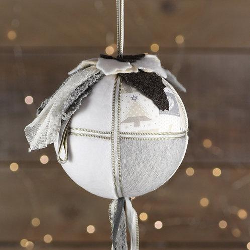 Boule de Noël gris et tulle