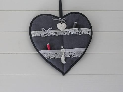 Coeur mural réalisé avec du linge ancien