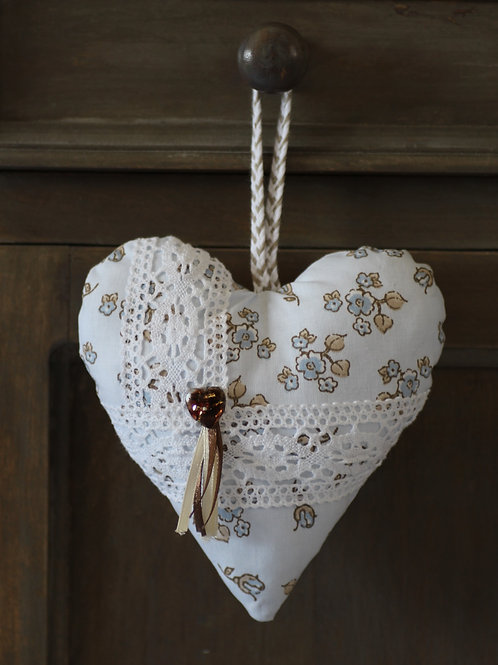 Coeur à suspendre  fleurs bleues