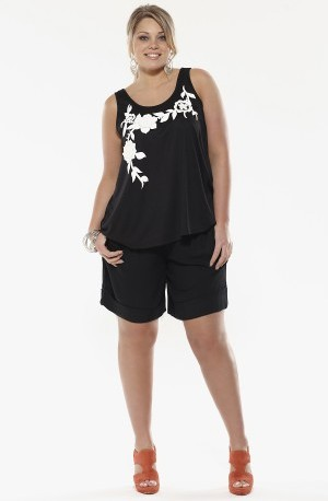 APPLIQUED FLOWER TOP BLACK
