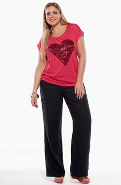 RED HEART TEE