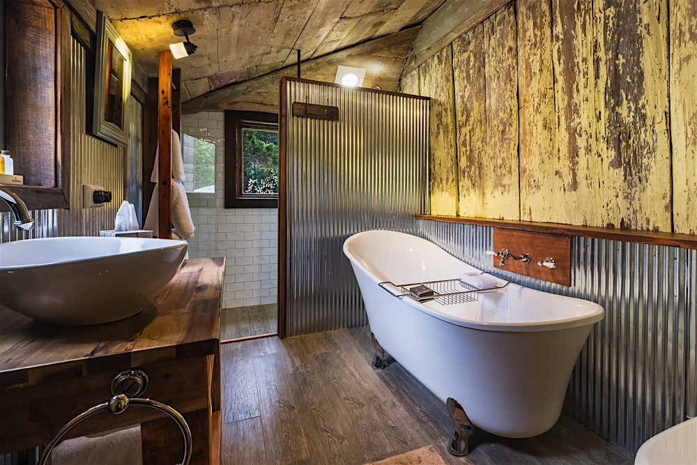 accommodation in Berrima- Oldbury Cottage Bathroom