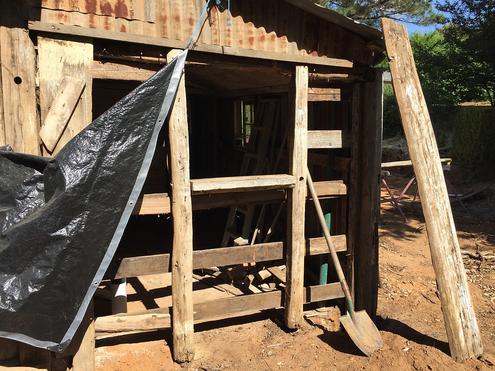 accommodation in Berrima timber slab hut