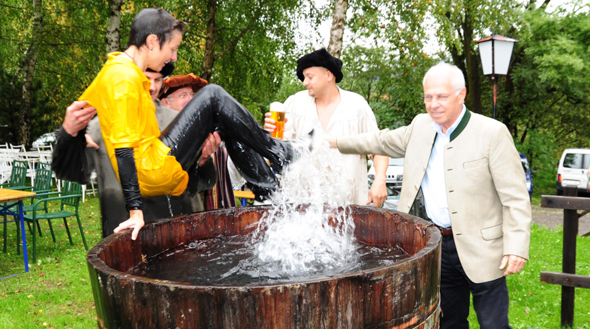 Gautsch – traditionelle Wassertaufe