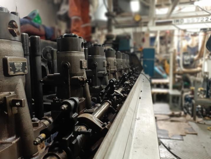Work on injection pumps Wärtsilä 8L26