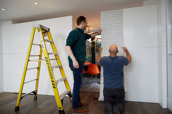 Installing+modular+walls.jpg