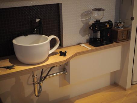 コーヒーカップ型の手洗いボウル