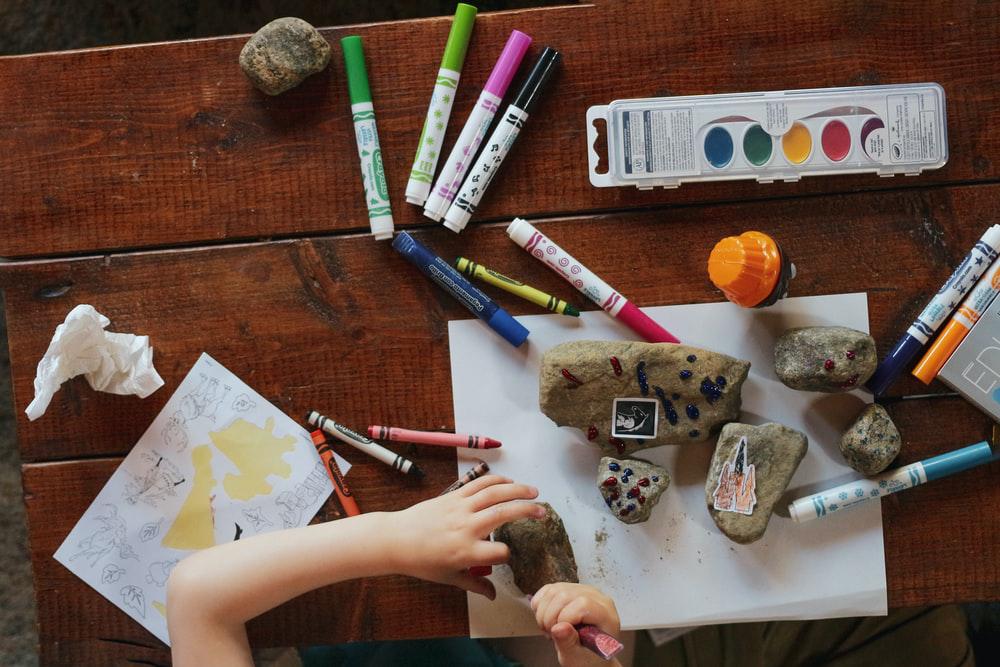 a child creating art