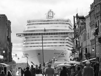 Venezia e le grandi navi. Gianni Berengo Gardin in mostra Venezia