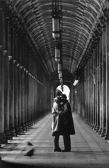 Gianni Berengo Gardin bacio 2