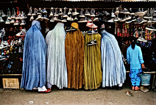 steve mccurry fotografo burqa