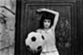 La-bambina-con-il-pallone_-Little-girl-w