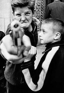 William Klein pistola