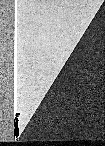 Fan Ho approaching shadow