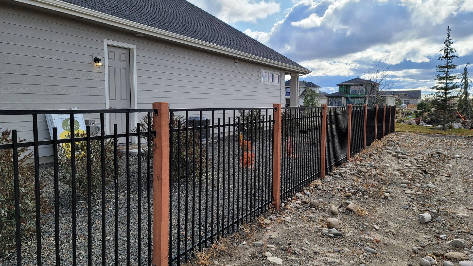 Wrought Iron Vista Staggered, flat top _