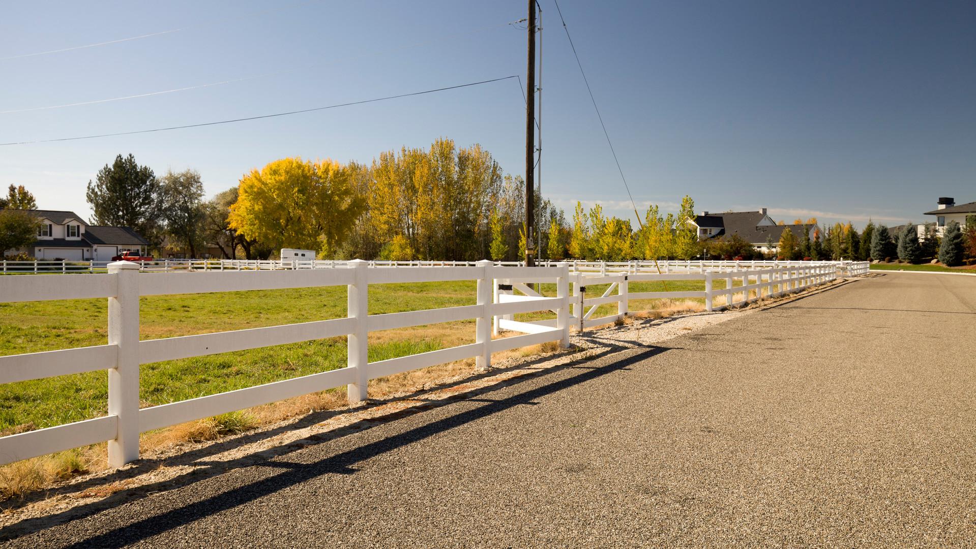 Vinyl 3 Rail White Ranch.jpg