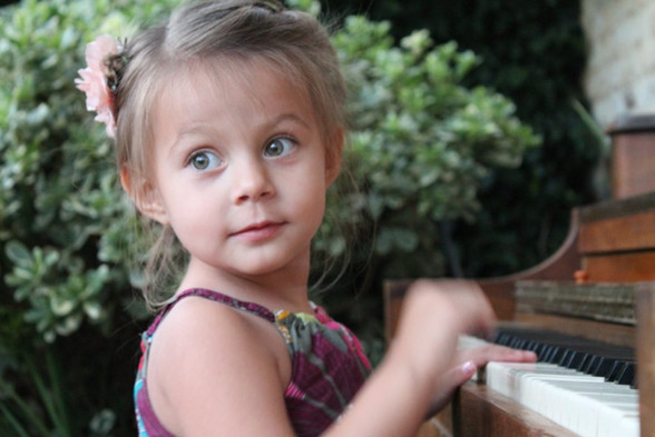 Alliyah_piano-1024x683.jpg