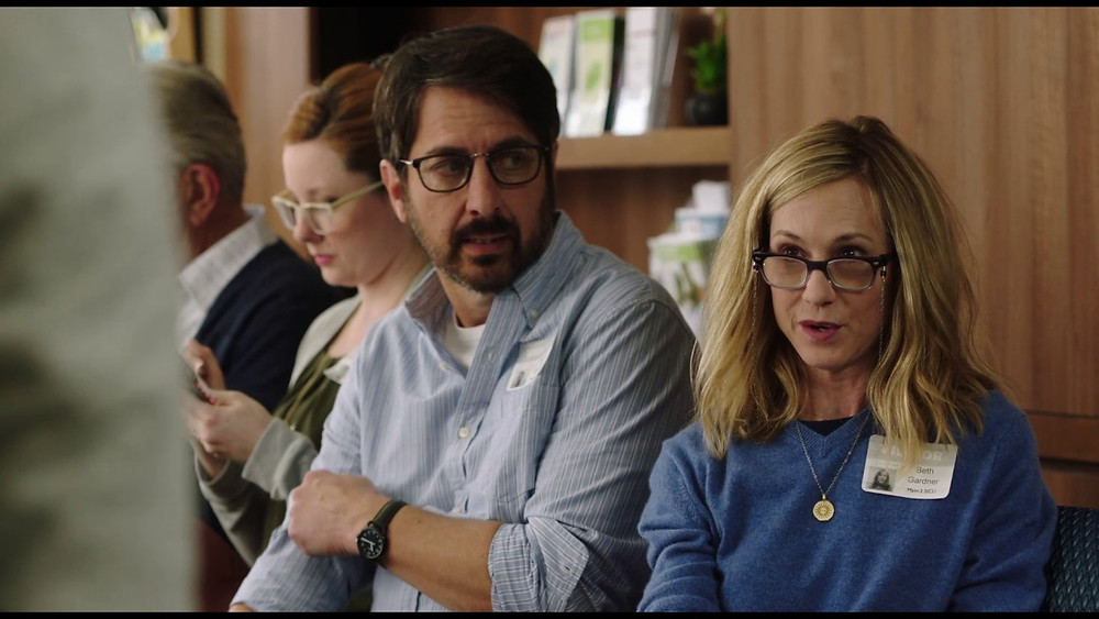 Ray Romano and Holly Hunter in The Big Sick
