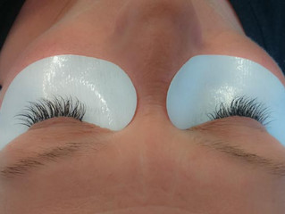 Bogumila working on a client during her Eyelash extension course.