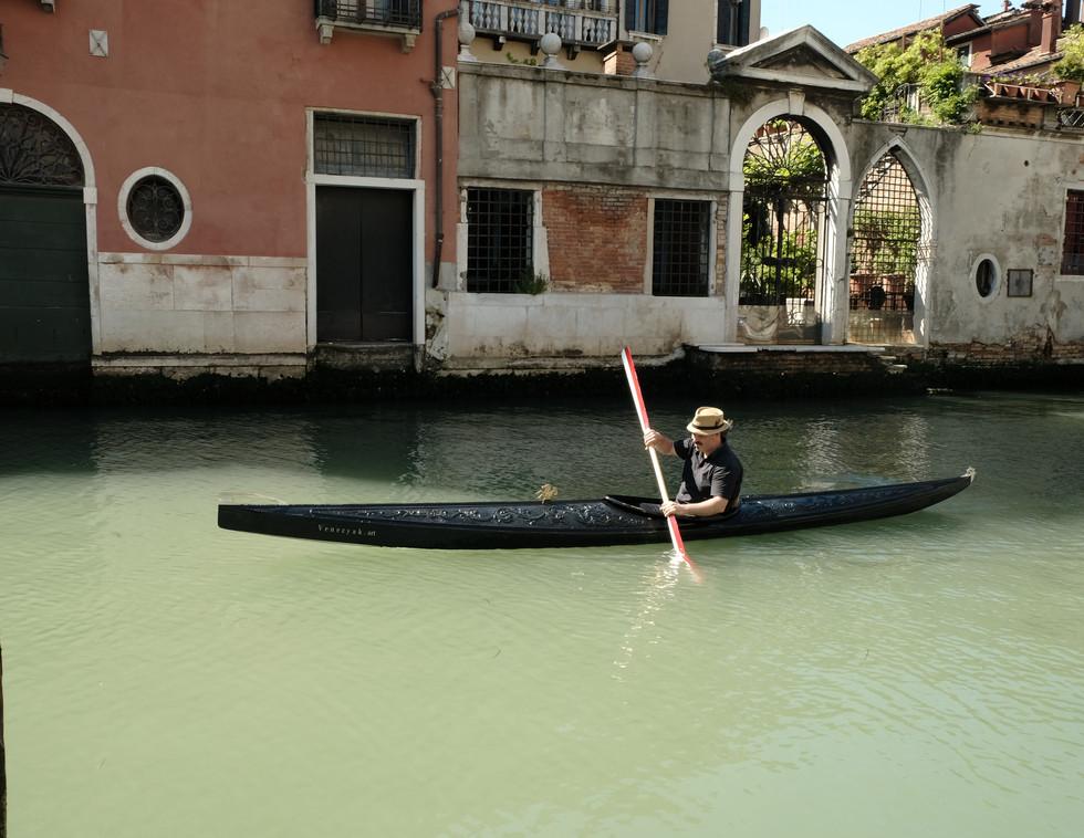 Diva  in Venedig auf Kanal.JPG