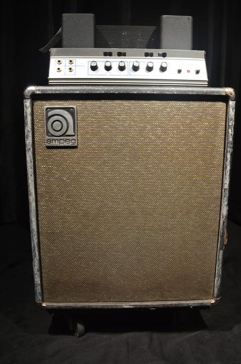 early 1970s ampeg b 15 flip top tube bass guitar combo amplifier. Black Bedroom Furniture Sets. Home Design Ideas