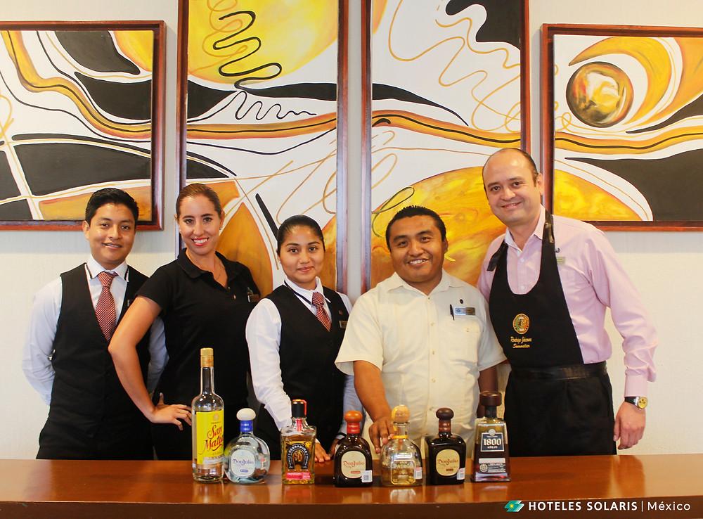 Equipo de Royal Solaris Cancún en la cata de tequilas