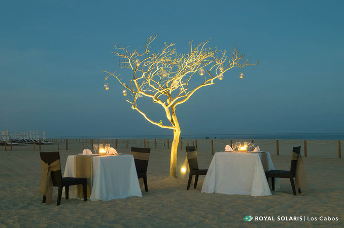 "Let's be romantic: Full Moon Dinner,  a way to say ""I love you""."