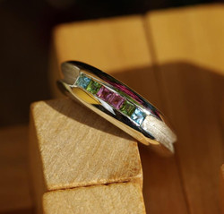 Double ring with coloured stones
