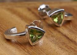 Hoop Earrings w. Trilliant Peridots
