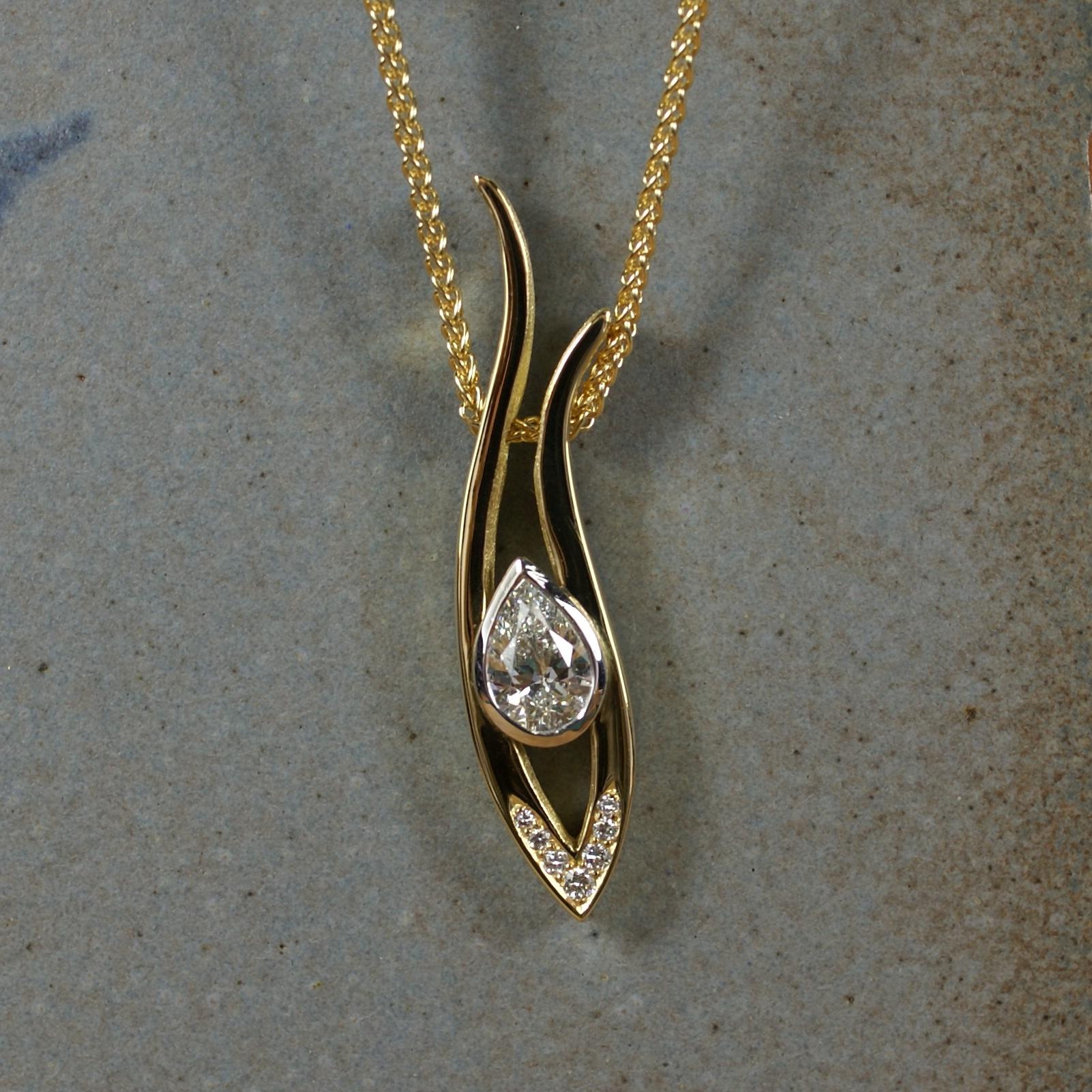 Short Grasses Pendant with Diamonds