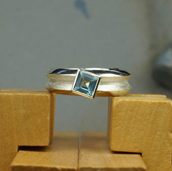 Silv. Huge Double ring w. Blue Topaz