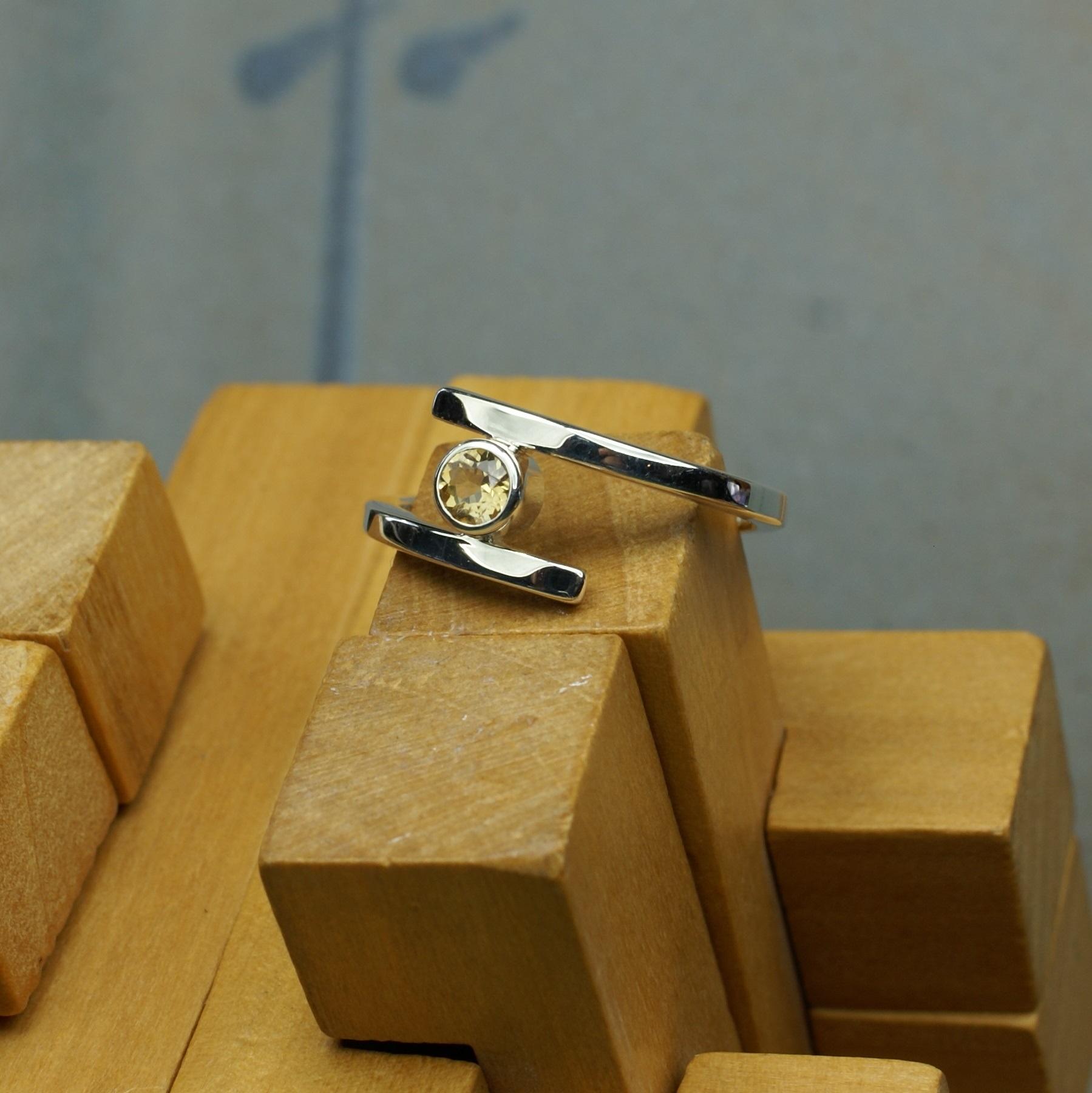 Mini Cross-over Ring