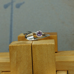 Wave ring with Stone