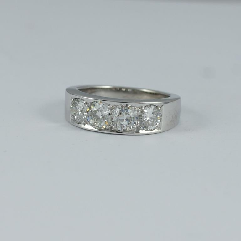 Half ET ring with 4 Diamonds
