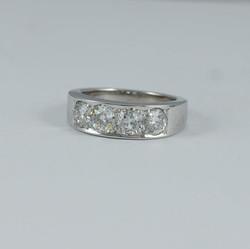 Half ET ring with 4 Diamonds