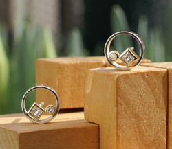 Circle & Square Earrings w. Diamonds